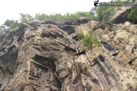 عکس های حیرت انگیز از تابوت های معلق در کوه