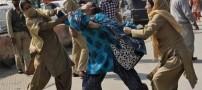 عکس های بسیار عجیب از گشت ارشاد زنان در هند