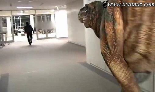 وجود دایناسور وحشتناک در محل کار (عکس)
