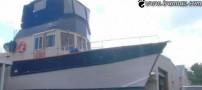 ساخت قایق بسیار عجیب در حیاط خانه (عکس)
