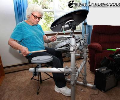 این مادر بزرگ یک نوازنده و دی جی واقعی است(عکس)