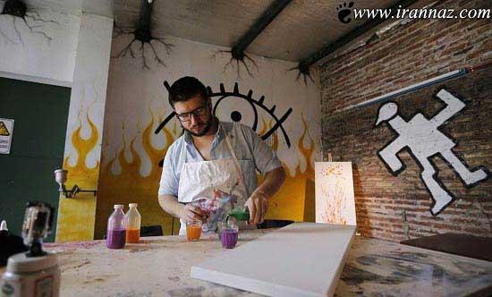 مردی که با چشمانش نقاشی می کند (عکس)