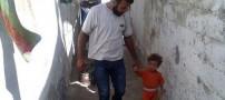 مردی که کودکانش را به حراج گذاشته است (عکس)