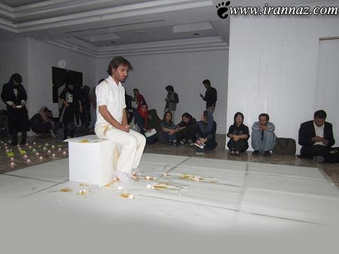 گارگردان ایرانی تخم مرغ باران شد (عکس)