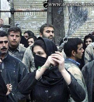 زنی شجاع که در میان مردان زنجیر می زد (عکس)