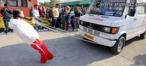 تکان دادن ماشین با موهای این دختر (عکس)