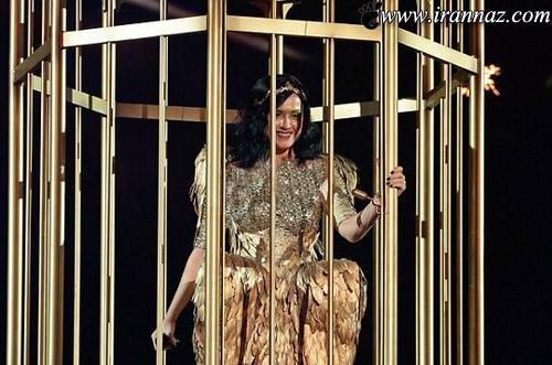 لباس این خواننده ی مشهور جنجالی شد (عکس)