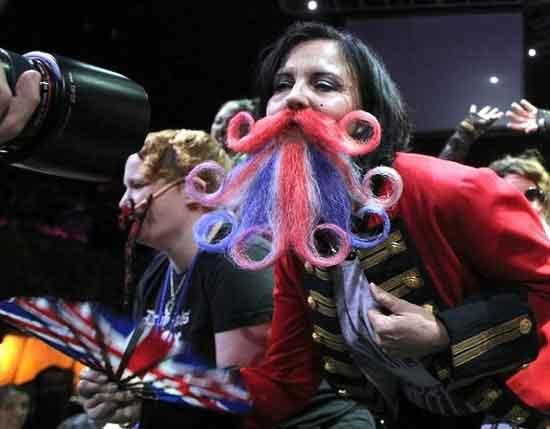 عکس های بامزه از دختران آمریکایی با ریش و سبیل