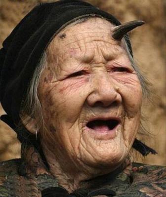 به نظر شما این خانم از تعجب شاخ درآورده؟! (عکس)