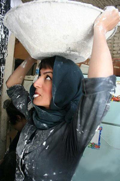 خانم زیبای ایرانی که مشغول کارگری است! (عکس)
