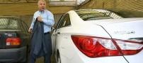 عکس آقای علی پروین در کنار خودروی گران قیمتش
