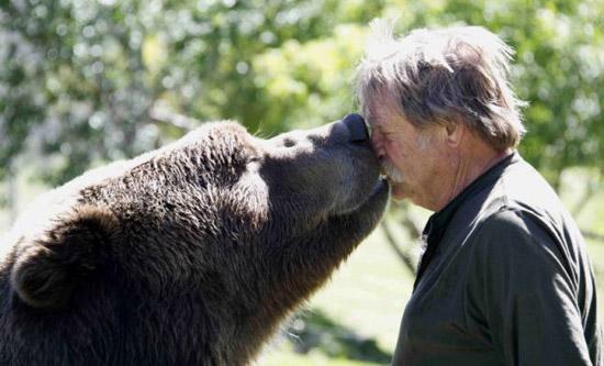 این زوج آمریکایی به خرس ها آموزش بازیگری میدهند!!