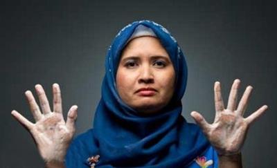 این زن روزی 300 بار دستهایش را میشوید! (عکس)