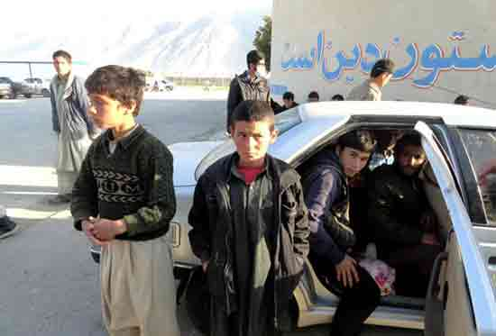دستگیری 48 افغانی پنهان شده در 4 خودرو! + تصویر