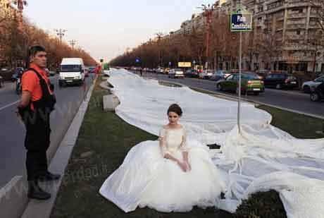 ثبت بلندترین لباس عروس دنباله دار در گینس + تصویر