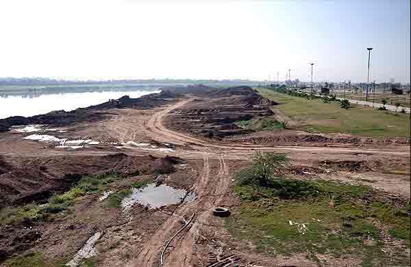 تصاویری از خشک شدن نم نم یک رود دیگر در ایران!