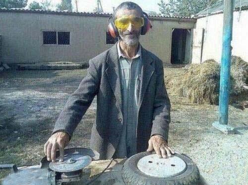 این آقا با امکانات کم دی جی منتخب ایران شد! (عکس)