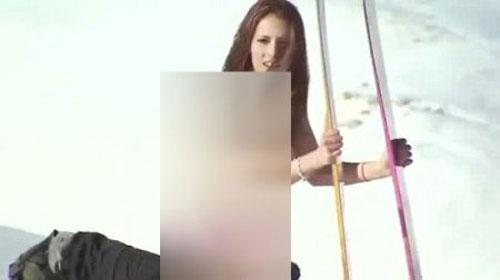 برهنه شدن قهرمان اسکی در مقابل عکاسان!! + تصویر