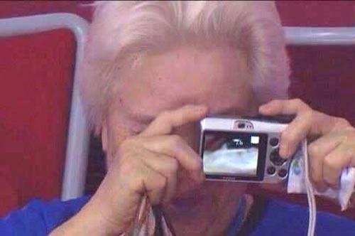 عکاسی خنده دار این پیرزن سوژه شد! (عکس)