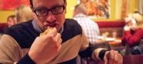 این آقا عمرش رو فقط پیتزا خورده است!! (عکس)