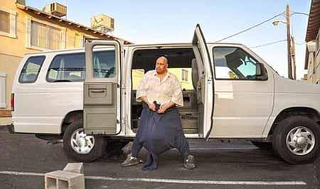 مرگ مردی با بیضه های 60 کیلویی! (عکس)