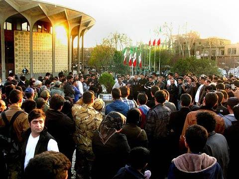 اجرای خیابانی و خیریه مجید خراطها در پارک دانشجو (عکس)