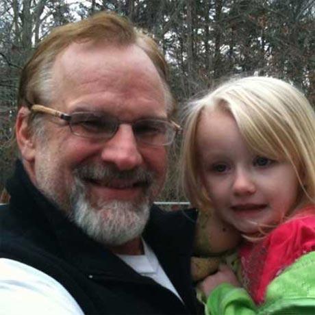 شکنجه بی رحمانه این پدر به دختر 11 ساله اش! (عکس)