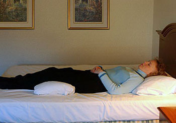 درمان کمر درد با نحوه صحیح خوابیدن