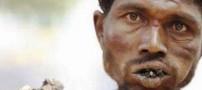 اعتیاد عجیب و غریب یک مرد هندی!! (عکس)