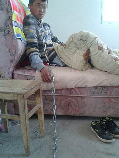 شکنجه کودک چینی توسط مادر سنگدل (عکس)