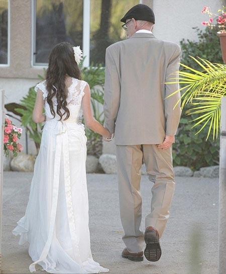 عروس شدن یک دختر کم سن و سال (عکس)
