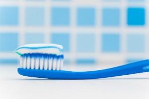 روش صحیح مسواک زدن از زبان یک دندان پزشک