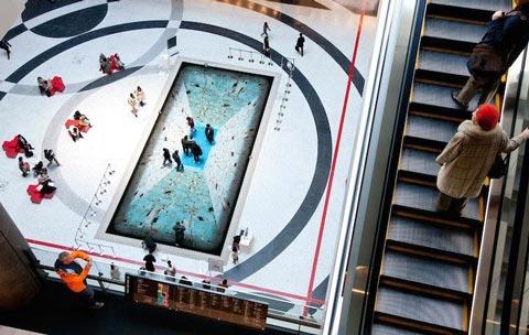 عکس هایی جالب از نقاشی سه بعدی استخر روی زمین