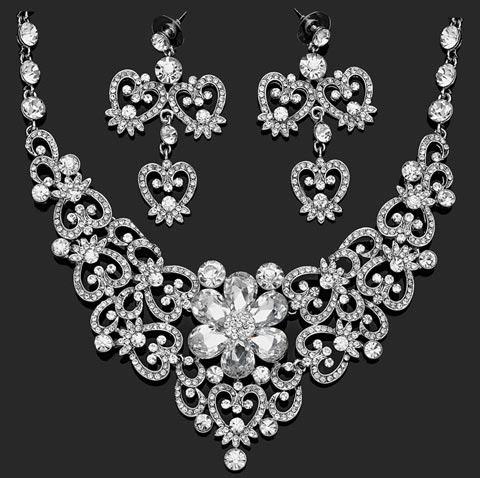 مدل بسیار شیک ست گردنبند و گوشواره عروس (عکس)