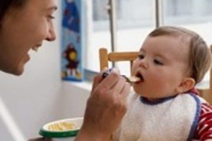 از غذاهای سفره به این کودکان ندهید
