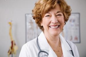 علت ترشحات سینه چیست؟