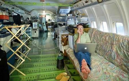 زندگی جالب و دیدنی این خانواده در هواپیما (عکس)