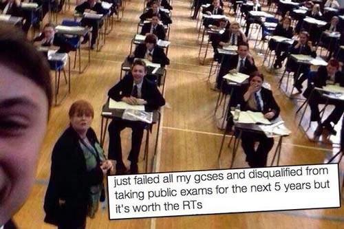 عکس سلفی که موجب اخراج دانش آموز شد!