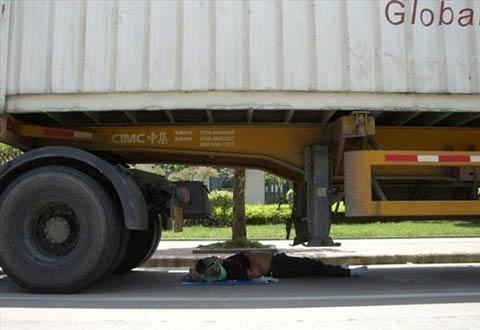 عکس های خنده دار و بامزه از استراحت چینی ها