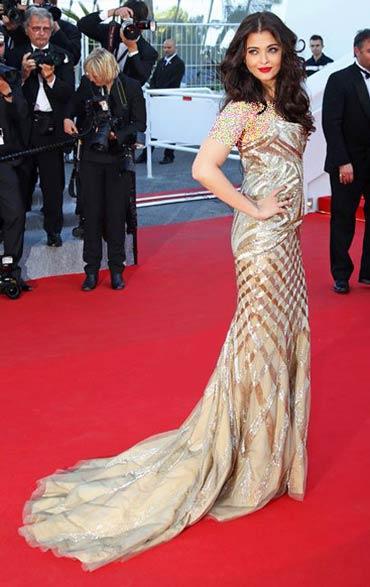 تصاویری از لباس آیشواریا در جشنواره کن 2014