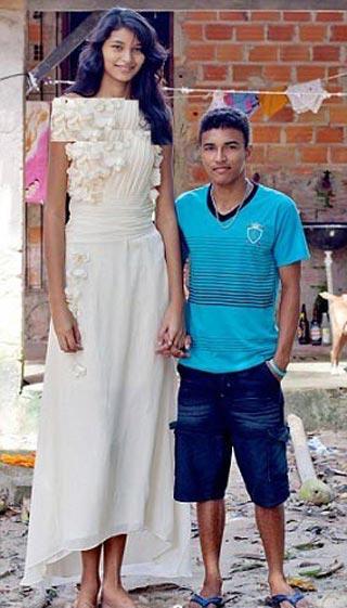 این خانم قد بلند ترین عروس جهان است! (عکس)