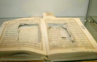 جاسازی عجیب مواد مخدر درلا به لای قرآن! (عکس)