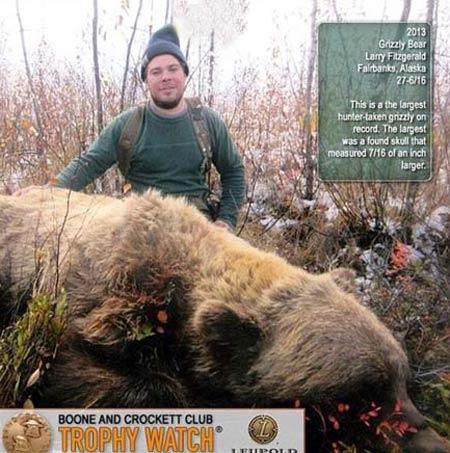 بزرگترین خرس جهان توسط این مرد شکار شد! (عکس)