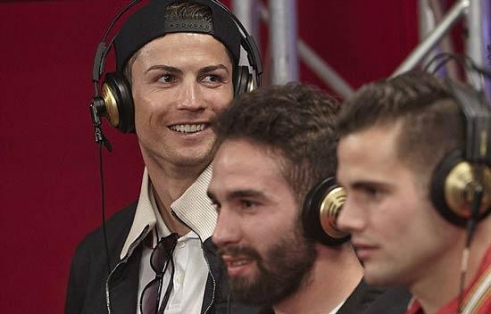 فوتبالیست معروف و سرشناس خواننده شد (عکس)