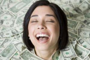 چرا برخی دختران جذب مرد های پولدار می شوند؟