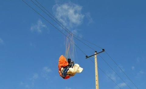 برخورد دختر ورزشکار با خطوط برق (عکس)