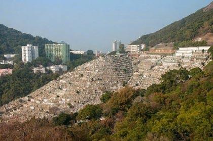 تصاویری جالب از یک قبرستان پله ای شکل (عکس)
