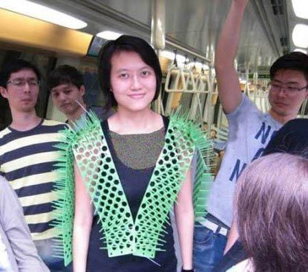 لباسی که خانم ها را در برابر مزاحمت آقایان محافظت می کند (عکس)
