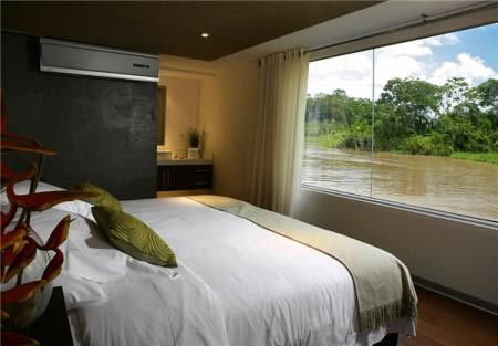 هتل 5 ستاره دل انگیز روی دریا (عکس)