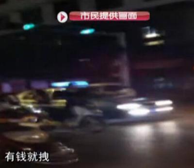 دعوای خیابانی مرد پولدار با مرد فقیر در چین (عکس)